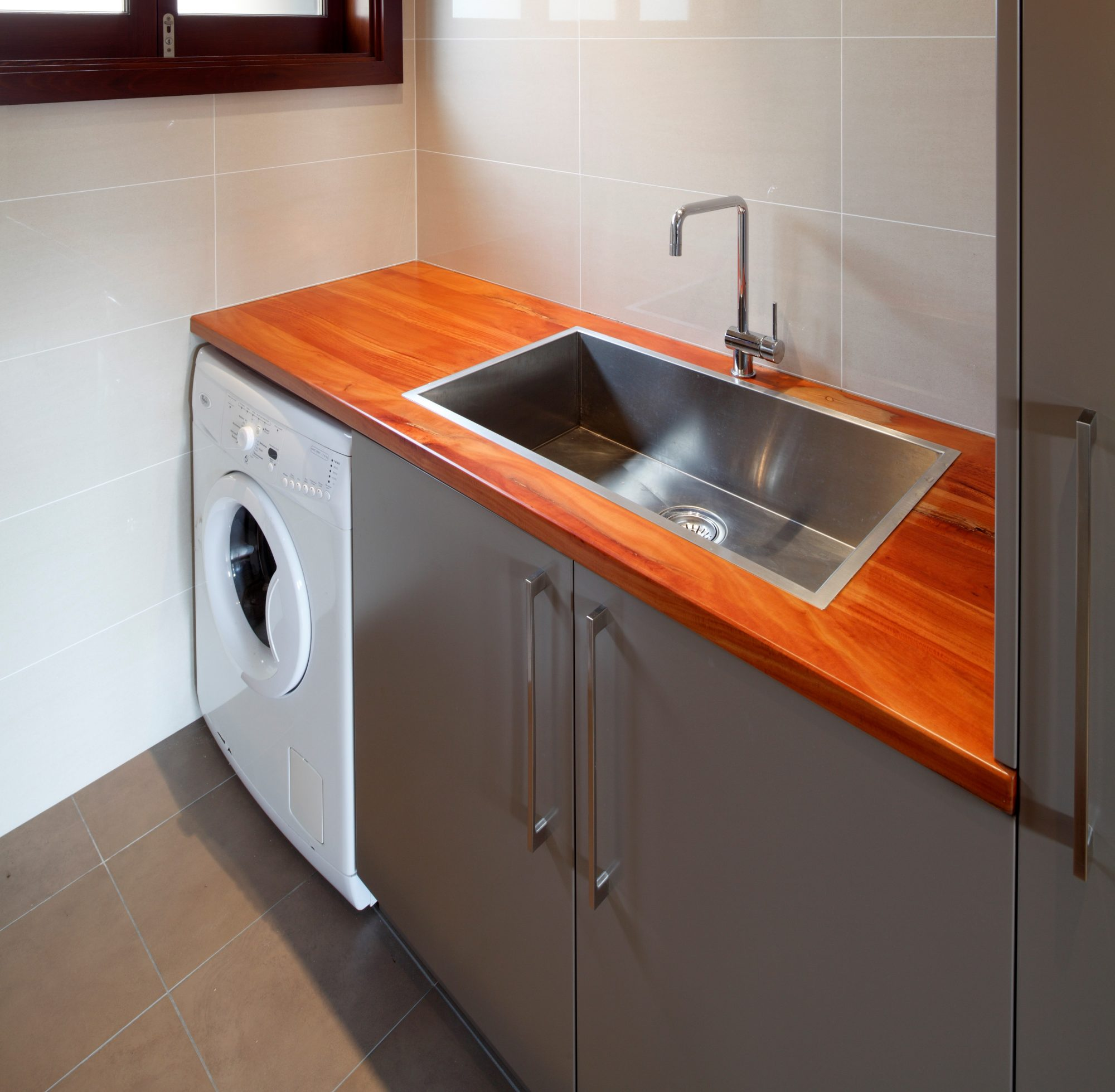 Coat and protect kitchen timber bench tops with Sikkens timber stains