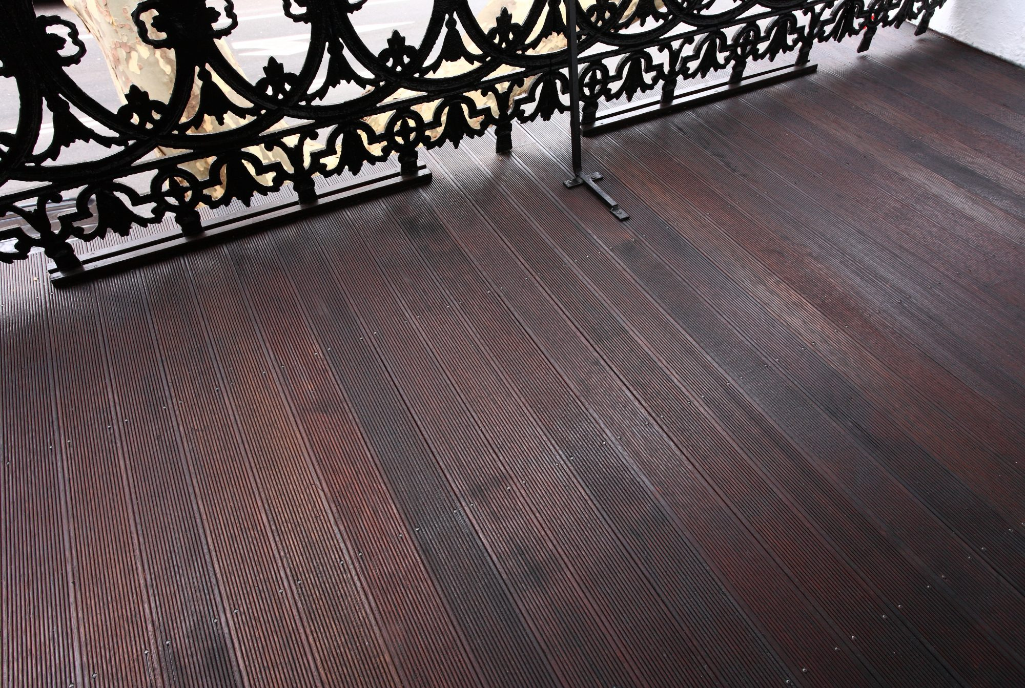 Restore old timber decks to look their best with Sikkens timber stains