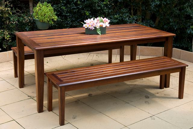 Garden furniture rejuvenated with Sikkens wood stains