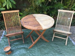 Sikkens BLX Pro Outdoor Furniture half stained half cleaned